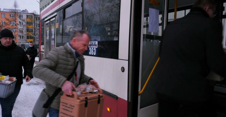 Zapowiadaliśmy - teraz możemy go pokazać. Na ulice Sosnowca wyjechał CiepłoBus. W autobusie osoby bezdomne i potrzebujące będą mogły się ogrzać i zjeść ciepły posiłek