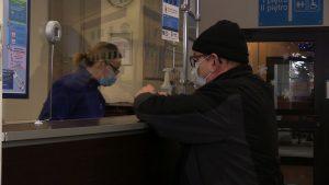 Rozpoczęła się rejestracja na szczepienia przeciwko koronawirusowi. Jako pierwsi do przychodni ruszyli seniorzy