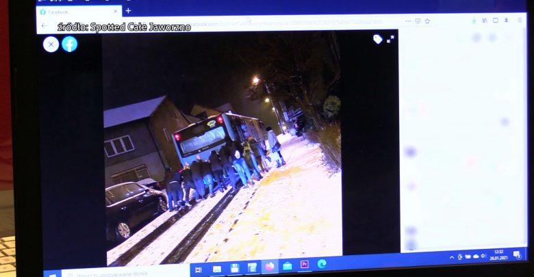 W Jaworznie, żeby autobus pojechał dalej, pasażerowie musieli wysiąść i autobus popchnąć. Bo było trochę pod górkę, a jezdnia całkowicie oblodzona