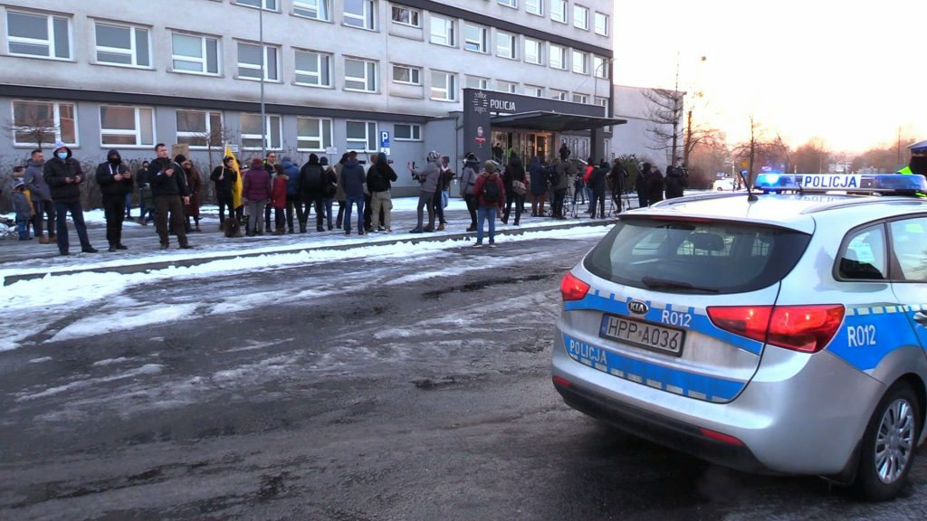 Protest Strajku Przedsiębiorców pod komendą policji w Rybniku. Chodzi o zajście w klubie Face 2 Face