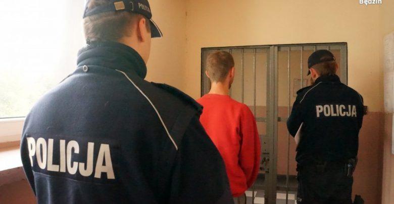 Babcia dała mu dom, a on ją okradał i groził nożem. Fot. Policja Śląska