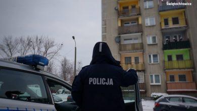 Sprawdzali czy przestrzegają kwarantanny. Musieli wezwać pogotowie. Fot. Policja Śląska