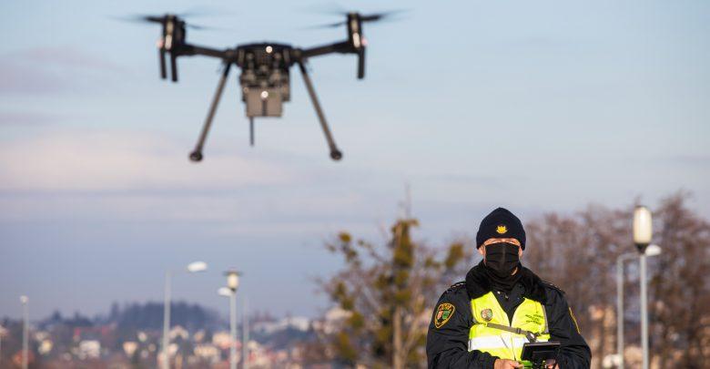 Drona - wykorzystywanego do analizy spalin wydobywających się z domowych kominów - było można dostrzec na niebie w dzielnicach Straconka i Lipnik. [fot. Paweł Sowa / UM Bielsko-Biała]