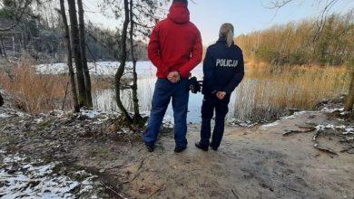 Podczas trwających ferii zimowych piekarscy woprowcy wraz z policjantami patrolują zbiorniki wodne zlokalizowane na terenie Piekar Śląskich. [fot. UM Piekary Śląskie]