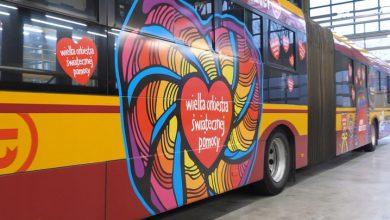 WOŚP: Ręcznie malowana gitara, samochód Chucka Norrisa, a nawet autobus! Sprawdź co możesz wylicytować