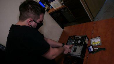 Wspaniała akcja w Siemianowicach Śląskich! Zbierają używane komputery, naprawiają i rozdają dzieciom [WIDEO]