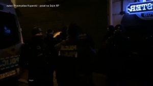 Właściciel Tapster Pub z Pszczyny udostępnił dzisiaj (21.02) na facebooku podsumowanie wczorajszej interwencji policji w jego lokalu