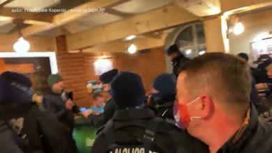 Sanepid i kilkudziesięciu policjantów w lokalu! Pub Tapster w Pszczynie otworzył się mimo obostrzeń