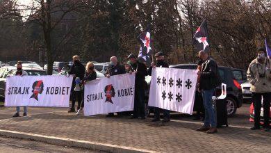 Policja w Jaworznie wzywa uczestników Strajku Kobiet na komendę. Przyszli i zrobili protest!