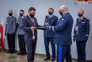 Roman Rabsztyn został już oficjalnie nowym komendantem wojewódzkim śląskiej policji. Zastąpi na tym stanowisku Krzysztofa Justyńskiego, który odchodzi na emeryturę