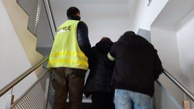 Śląskie: Dzięki pracownikom poczty seniorka nie straciła oszczędności, a fałszywa policjantka została zatrzymana (fot.Śląska Policja)