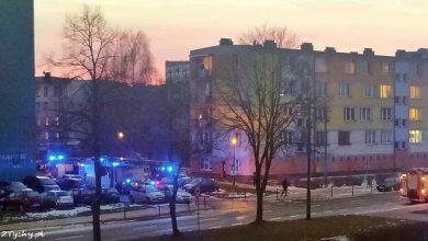 Osiedle w Tychach niebieskie od kogutów straży pożarnej. Powód kuriozalny (fot.www.112tychy.pl)