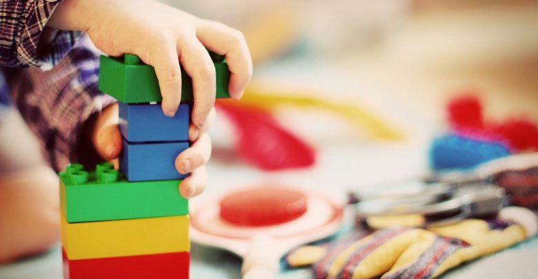 Nieużywane zabawki przyniesione do Galerii Sfera - lalki, auta, klocki, gry planszowe i inne zabawki - zostaną sprzedane w okazyjnych cenach na kiermaszu. [fot. poglądowa / www.pixabay.com]