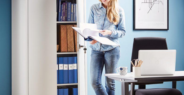 Jakie krzesło do biurka na niewielkiej przestrzeni? (foto: materiał partnera)