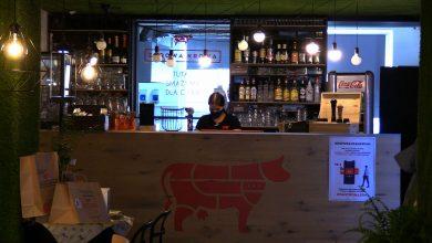 Kolejny lokal w Katowicach otworzył się mimo zakazu. Zdrowa Krowa na Mariackiej znowu działa