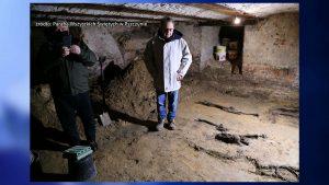 Sensacyjne odkrycie w podziemiach Kościoła Wszystkich Świętych w Pszczynie. Archeolodzy znaleźli tam 21 miejsc pochówku oraz ślady pierwszej osady