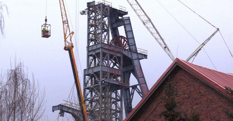 Trwa rozbiórka szybu nr I kopalni Boże Dary w katowickiej Kostuchnie [WIDEO]