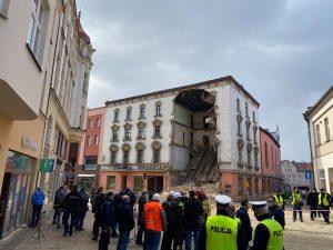 """Zawaliła się ściana kamienicy w Rybniku. """"Świerklaniec"""" był w trakcie remontu"""