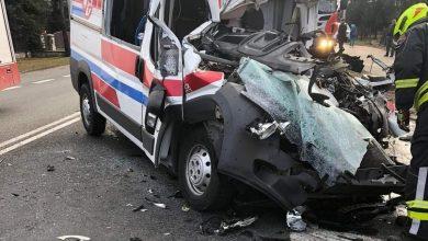 O zdarzeniu poinformował portal www.zawiercie112.pl. Koszmarny wypadek ciężarówki i karetki miał miejsce w piątek, 19 marca na DK78 w Zawierciu (fot.www.zawiercie112.pl)