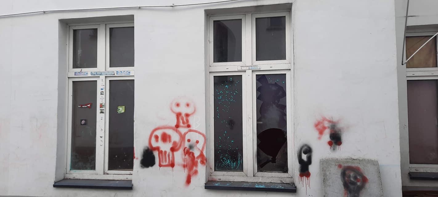 Ktoś zniszczył kamienicę w Sosnowcu. Chęciński: jestem TOTALNIE wk...! [ZDJĘCIA]. Fot. FB/Arkadiusz Chęciński