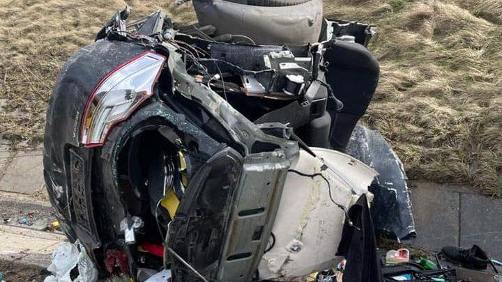 Rozerwany na pół Opel na A1 w Świerklanach! Za kierowcą wysłano pościg policjantów z psami! (fot.Policja Śląska)