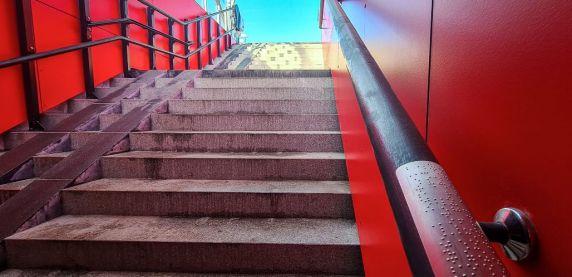 Sosnowiec: alfabet Braille'a przy przejściach podziemnych. Fot. UM Sosnowiec