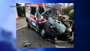 Do tragedii doszło w piątek 19 marca w Zawierciu. Kierowca karetki najechał na tył samochodu ciężarowego. Został zakleszczony. Zmarł w szpitalu