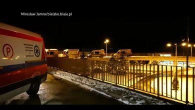 Korek karetek przed szpitalem w Bielsku Białej. W Szczyrku do pacjentów jeżdżą strażacy [WIDEO]