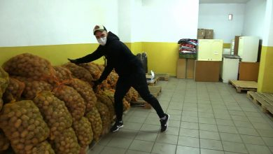 """To się nazywa pomoc przez duże """"P""""! Łukasz Litewka z Sosnowca charytatywnie sprzedawał ziemniaki"""