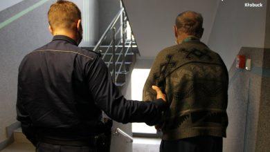 Śląskie: Rzucał w policjantów widłami. Grozi mu do 10 lat więzienia (fot.Śląska Policja)