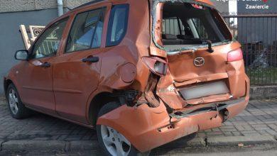 1,5 promila, potężny pickup i trzy zdemolowana samochody. Chwile grozy na drodze w Łazach (fot. KPP Zawiercie)
