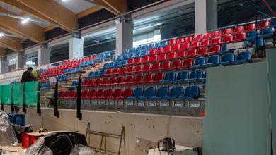 Ruszył montaż krzesełek na lodowisku w Bytomiu. Fot. UM Bytom