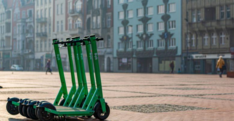 Elektryczne hulajnogi w Bytomiu. Koszt to 50 gr za minutę. Fot. UM Bytom