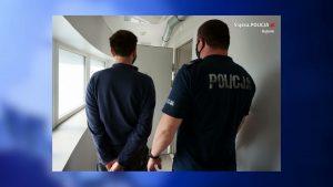 W poniedziałek w Rybniku policja zatrzymała 37-letniego mężczyznę, którego złapali łowcy pedofili z innej grupy. Mężczyzna był przekonany, że rozmawia z 13-letnią dziewczynką