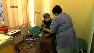 Trwają przygotowania do uruchomienia powszechnych punktów szczepień. NFZ kończy ustalenia z samorządami