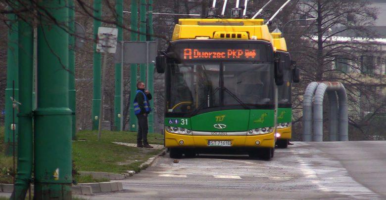 """Tychy: Protest kierowców trolejbusów. Chcą podwyżek i utrzymania nagrody """"Krzysztofa"""""""