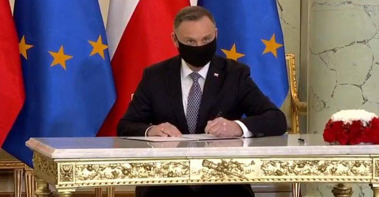 Większe wsparcie szczególnie zasłużonym dla wolnej Polski. Prezydent podpisał ustawę (fot.MRiPS)