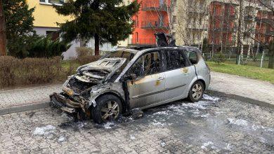 Pożar w Siemianowicach Śląskich! Zapalił się stojący pod blokiem samochód [WIDEO, FOTO]