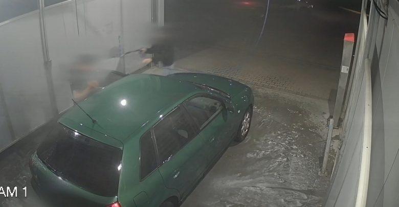 W koszulce z napisem POLICJA chciał ukraść auto na myjni. Zlała go jak z armatki wodnej! (fot.Policja Dolnośląska)