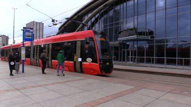 32-metrowa PESA dotarła na Śląsk. Nowy tramwaj już wyjechał na tory
