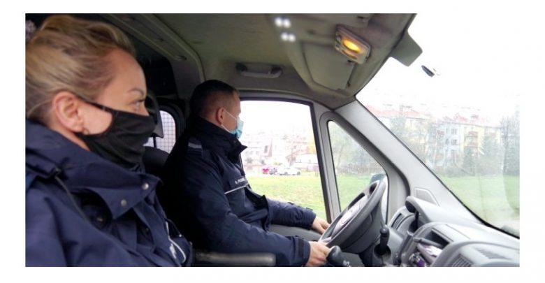 Śląskie: Uciekła ze szpitala, by popełnić samobójstwo. Policjanci znaleźli ją w wodzie (fot.Śląska Policja)