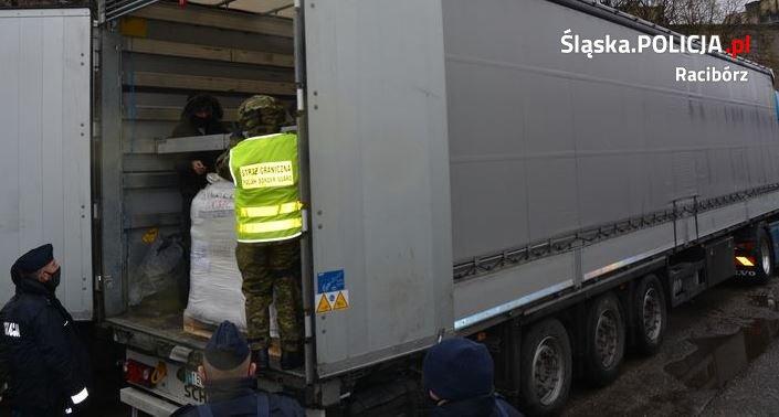 Otworzyli naczepę ciężarówki. TEGO się nie spodziewali [ZDJĘCIA]. Fot. Policja Śląska