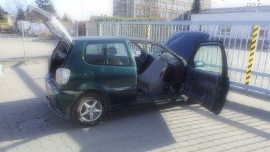 Dawid kontra Goliat, czyli małolitrażowe VW chciało uciec policjantom z grupy SPEED (fot.KMP Rybnik)