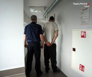 Po wszystkim próbował jeszcze uciekać pieszo. Po chwili 31-latek został jednak obezwładniony i zatrzymany (fot.KMP Rybnik)