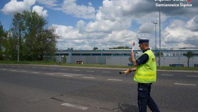 Śląskie: Prowadził auto z białym proszkiem na nosie. Policjantom od razu powiedział, że to amfetamina i przed chwilą wciąg (fot.Śląska Policja)