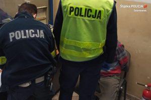 Niecodzienny wypadek w Sosnowcu. Najpierw potrącił pieszą, potem zapadł się pod ziemię! (fot. KMP Sosnowiec)