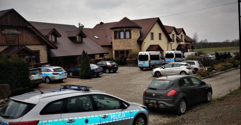 Śląskie: Policja i sanepid na przyjęciu okolicznościowym w Mszanie (fot.Śląska Policja)