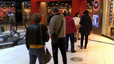 Pierwszy dzień luzowania obostrzeń w handlu. W galeriach handlowych dzisiaj kolejki do sklepów!