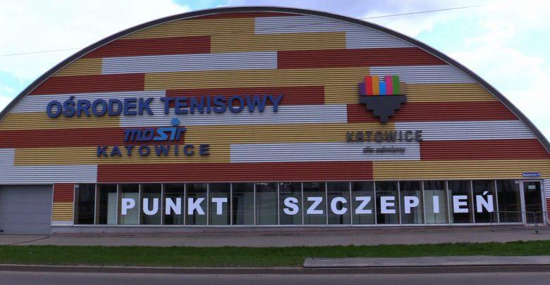 W hali MOSiR w Katowicach szczepią przeciwko covidowi. Na Janowie ruszył nowy punkt