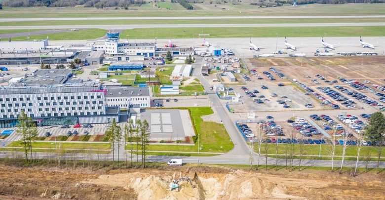 Trzeci hangar i kolej na lotnisko w Pyrzowicach. Fot. Slaskie.pl